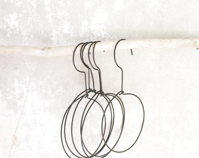 wire circle hanger