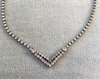 "Classic Art Deco Chevron Necklace / 16 1/4"" / Hook Closure / 1930s / 1920s"