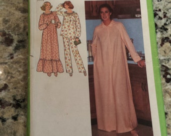 Simplicty Misses' Nightgown, Pajamas and Robe Pattern 8773 Size 18-20