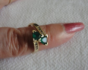vintage trillion emerald and 10k yellow gold ring size 6.75
