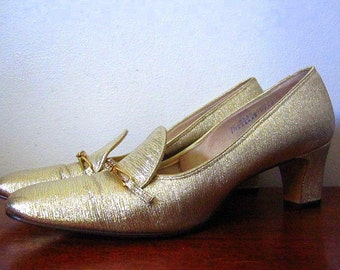 Vintage 60s Naturalizer Gold Slip On Heels with Rhinestone Detail Size 7 1/2 AAA