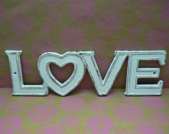 Love Cast Iron Classic White Wall Decor Plaque, Shabby Chic Distressed Love Heart for O 4 Letter Word Retro Wall Art