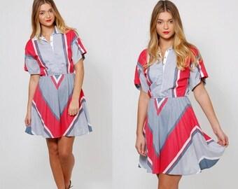 ON SALE Vintage 70s CHEVRON Stripe Mini Dress Short Sleeve Printed Dress Indie Hipster Shirt Dress