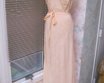 Vintage Asian look soft peach embroidered nightgown, peach night gown or long dress, hand made embroidered pastel peach long Oriental dress