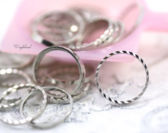 Ribbed Circle Silver 12mm Toned Ring, Link or Connector - 100