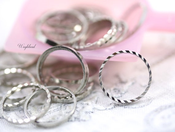 Ribbed Circle Silver Toned Ring, Link or Connector - 12mm - 100