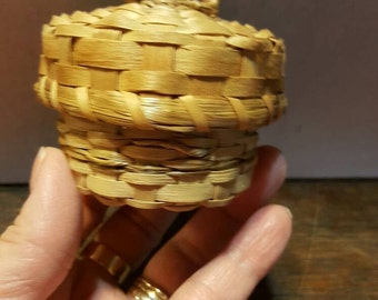Tiny Vintage Noryhern Maine Native Made Basket from Rustysecrets