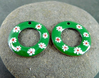 Christmas Floral Enamel Earring Charm Pair, Red Green White Enameled Copper Jewelry Componenets, Holiday Wreath Torch Fired, Boho, 25 mm