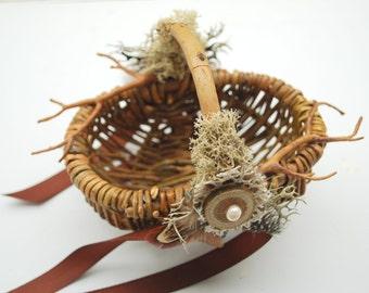 Rustic Wedding Basket, Flower Girls Basket, Nature Woodland Vintage Rustic Outdoor Forest Weddings Basket, Brown Winter Weddings Decor