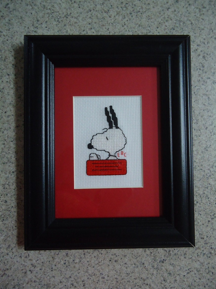 Wall Decor Cross Stitch : Snoopy in his bowl cross stitch picture wall decor