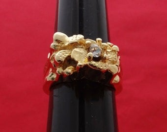 High end vintage new old stock NOS size 6 gold tone ring with clear rhinestone in unworn conditionn