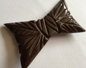 2016 Clearance Art Deco Chocolate Brown Craved BAKELITE Bow Brooch Vintage Pin