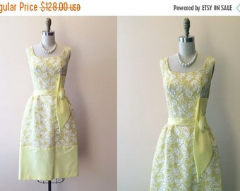 ON SALE 1960s Dress - Vintage 50s 60s Dress - Yellow White Lace Wedding Party Prom Dress S M - Marquee