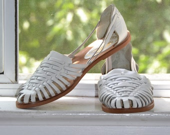 Vintage 80s Shoes - Huarache it Up - White Leather - Woven Slip-on Sandals - 8/8.5