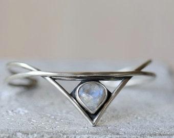 Silver cuff bracelet with rainbow moonstone. Sterling silver bracelet. Elven jewelry.