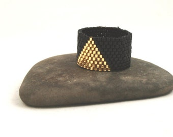Peyote Ring . Seed Bead Ring . Beadweaving Band . Triangle Design . Black and Gold Beads . Delica Seed Bead Ring