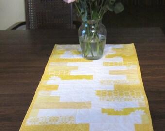 Spring Yellow Daisy Table Runner