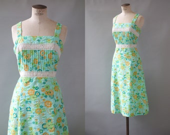 Michelle dress   Green floral cotton day dress   1970's by cubevintage   medium