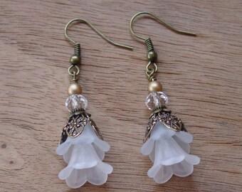 Vintage Style Bead Dangles White Lucite Flower Earrings