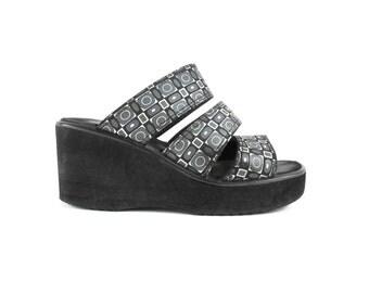 90s Platform Sandals 1990s Chunky Platforms Black Wedges Flatforms Raver Beach Shoes Slip On Slides Psychedelic Vaporwave Shoes (Size 9)