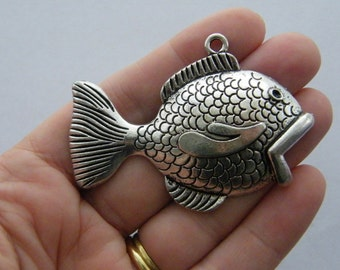 1 Fish pendant antique silver tone FF8
