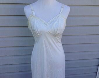 Ivory Cream Lace Vintage Slip, Size 38