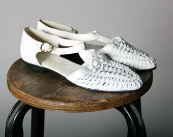 Vintage Woven Leather T-strap Sandals- White Leather Navajo Braided Flat Huaraches Summer Shoe- Size 9