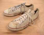 1970s/1980s Converse Sneakers Vintage Retro Men's Made in USA Chuck Taylor Low Top White Athletic Basketball Hipster Shoes Size 10 1/2 10.5