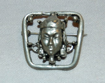 Vintage / Brooch / Face / Asian / Silver / old jewelry jewellery