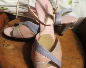retro 50s-60s  vintage womens 3 tone pink blue brown  leather strappy peep toe heels  by Mr Irving  sz 7 1/2