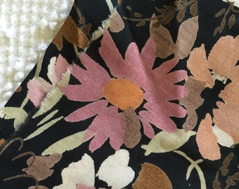 Lovely Vintage Daisies on Black Cotton Floral Fabric