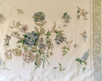 Vintage Pillowcase - White with blue Flowers - Fieldcrest