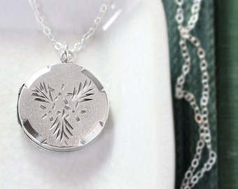 1977 Small Round Locket Necklace, Vintage Sterling Silver Hallmarked Pendant Kissing Evergreen - Mistletoe