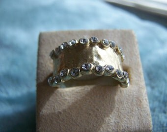 Hammered Matte Gold Rhinestone Wide Band Ring Size 9