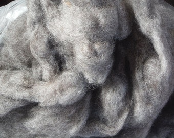 Natural Grey Border Leicester Wool Roving-Maine Raised, 4 oz