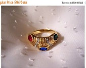 ON SALE Red Green Blue Stone Ring Gold Tone Vintage Accent Crystals Rib Lines Size 8