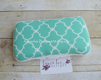 READY TO SHP, Turquoise and White Quatrefoil Travel Baby Wipe Case, Personalized Wipecase, Baby Shower Gift, Lattice Diaper Wipe Holder