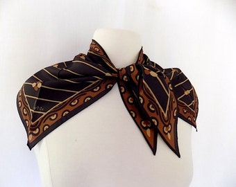 VERA Neumann Scarf Collar/Wing-Tip Style in Black & Brown