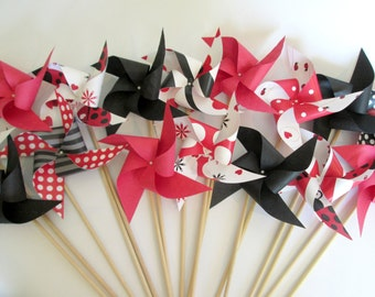 Ladybug Favors 16 Paper Pinwheels Baby Shower Favors Birthday Party Favors Ladybug Party Decoration Table Centerpiece Lady bugs Ladybugs