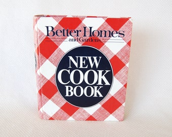 Vintage Better Homes and Gardens New Cookbook NINTH Edition Ring Bound copyright 1981 Eighth printing 1987   CB345