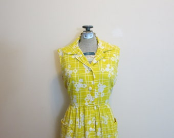 Dress with pockets 1950s yellow fit flare sundress floral rockabilly M