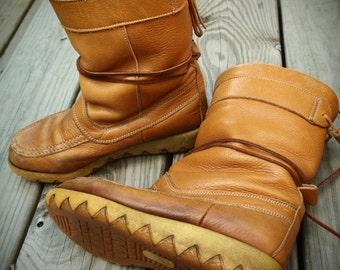 Vintage CHEROKEE CANADIAN Winter BOOTS 1970's Muk Luk Snow Leather Wedge Heels