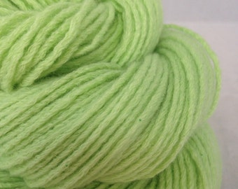 Key Lime Green 100% cashmere yarn, spring green pure cashmere , reclaimed cashmere sweater yarn