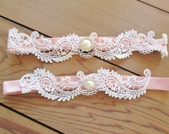 Venise lace garter set. White lace bridal garter. Vintage style lace garter set. pearl garters, shabby chic wedding