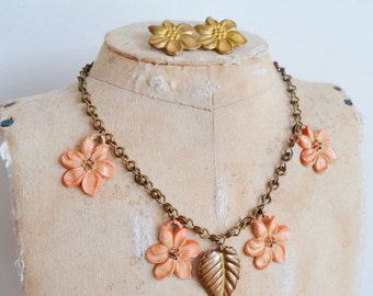 1940s Celluloid & brass flower necklace brooch / 40s early plastic charm set