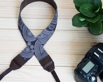 B06-Black and White  Camera Strap for DSLR  , Mirror Less ,Compact