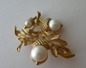 Avon Acorn Faux Pearl gold tone brooch pin pendant