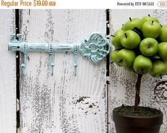 Decorative  Iron Key Holder / Skeleton Key /Metal wall hook / Shabby Chic Decor / Decorative Key Hook