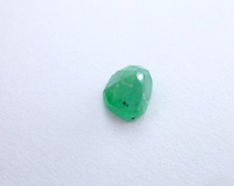 Emerald Rose Cut Faceted Cabochon. Natural Gemstone Micro Facet Cab. 1 pc. 2.45 cts. 7x9x6 mm  (EM2270)