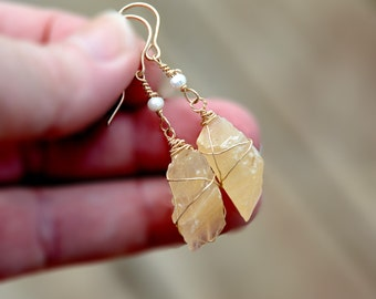 Raw Natural Stone Earrings in Gold Filled. Raw Crystal and Pearl Earrings. Beige Sand Shade Earrings. Long Dangle Earrings. Stone Jewelry